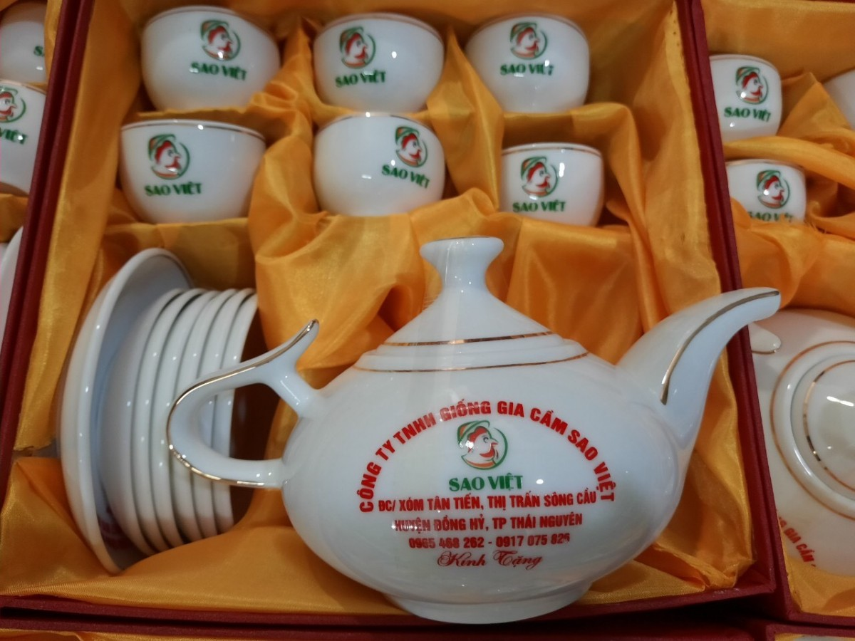 Bộ ấm trà in logo làm quà tặng khách hàng