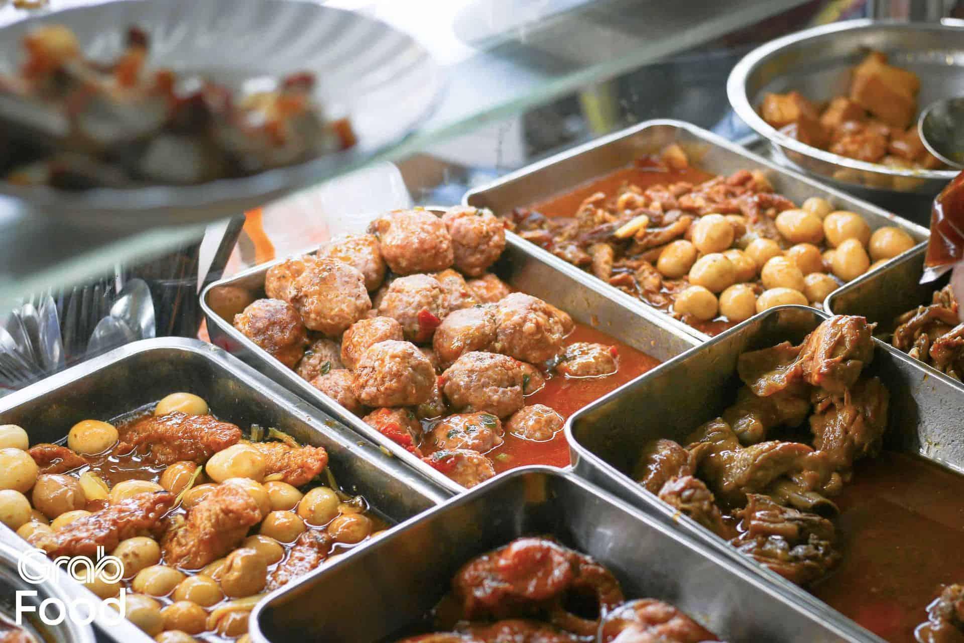 TPHCM] Quán Ăn Trưa Bình Dân Hơn 25 Món Chuẩn Cơm Mẹ Nấu | Grab VN