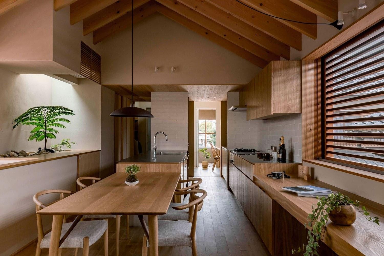 Bố trí cây xanh tươi tốt cho không gian căn hộ chung cư thêm thoáng đãng